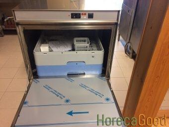 HorecaGoed glazenspoelmachine en voorlader vaatwasser2
